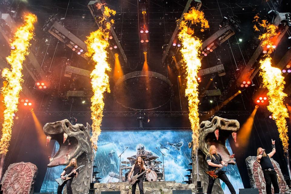 Amon-Amarth-Live-2016[1]