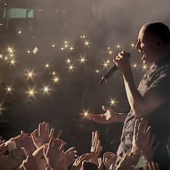 linkinpark-chester-onemorelight1